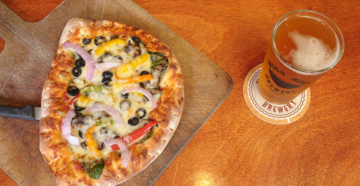Wood Boat Brewery Personal Pizza & Beer